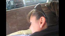 Madura infiel cogiendo con su chófer adentro del auto