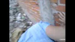 Ama de casa desesperada cogiendo a escondidas con el albañil