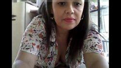 Milf colombiana se masturba en su trabajo en la farmacia