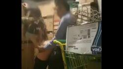 La supervisora con el gerente cogiendo en el almacén