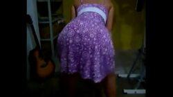 Mi tía en vestido mueve y muestra su culazo en tanga