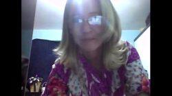 Casada exhibe su cuerpo en lencería por webcam