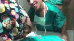 Doctor cogiendo a su enfermera en la clínica
